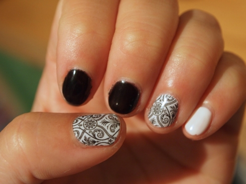 black and white damask nail art urbanpocketknife