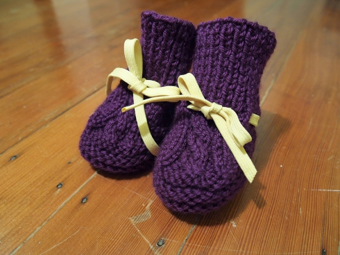 julia's knit baby bootie the urbanpocketknife
