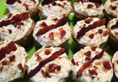 maple bacon cupcake theurbanpocketknife
